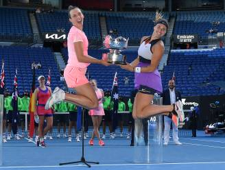 Afscheid in stijl: Elise Mertens en Aryna Sabalenka pakken op Australian Open tweede grandslamtitel in dubbelspel