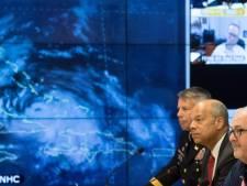 Clinton koopt rond orkaan Matthew advertentieruimte op weerzender