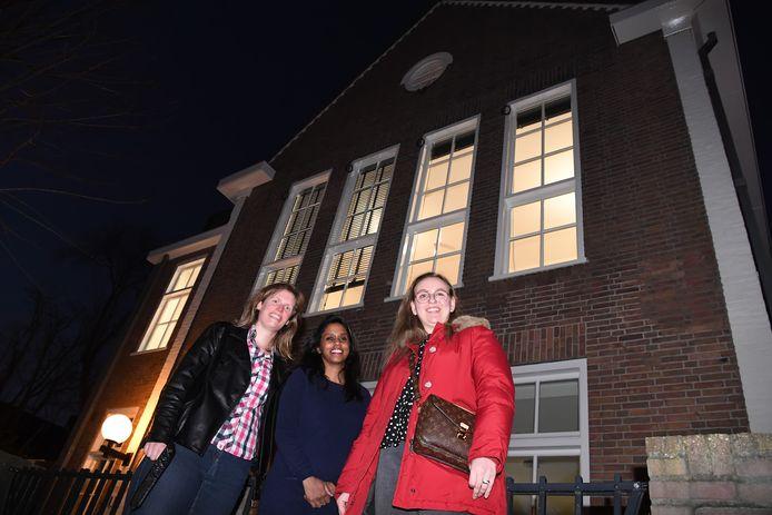 Moniek Greunsven, Lisanne MacGillavry  en Robin Priems  zijn de nieuwe bewoners van het oude schoolgebouw Schoolstraat 1, dat n Oisterwijk bij  ouderinitiatief GOED Wonen is getrokken.