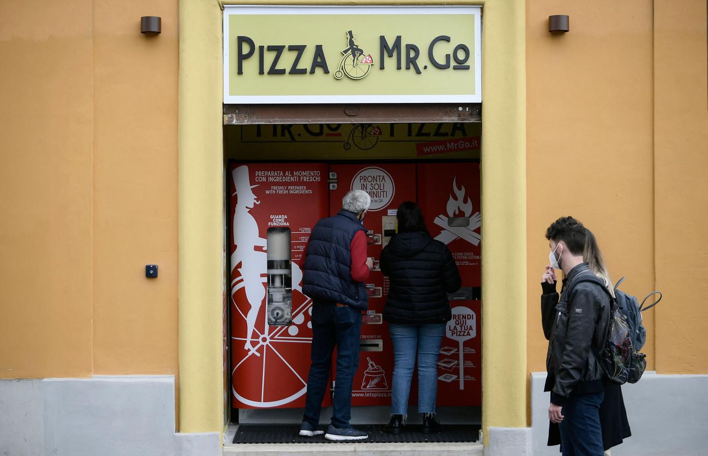 Niet iedereen is blij met de pizza-automaat in Rome.