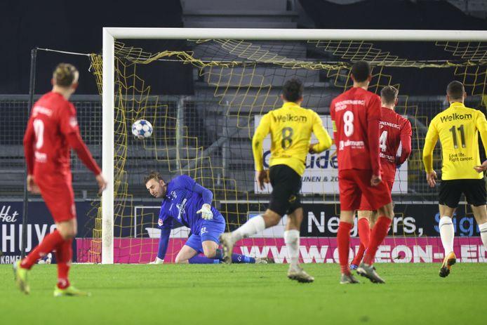 Zijn treffer tegen Almere City: schot in de kruising.