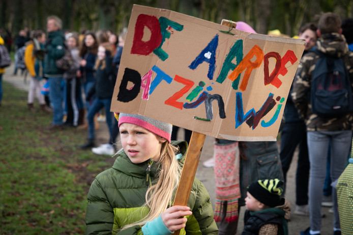Circa 15.000 scholieren voerden donderdag in Den Haag actie voor betere en strengere klimaatmaatregelen