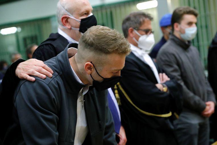 Finnegan Lee Elder (links) reageert op het vonnis van de Italiaanse rechter. Helemaal rechts staat Gabriel Natale-Hjorth. Beeld REUTERS
