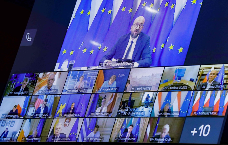 Europese Raadsvoorzitter Charles Michel in video-overleg met de andere EU-leiders. Beeld AFP