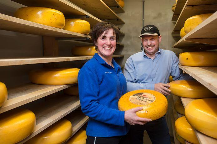 Lisette van Oosterhout bestiert samen met haar man Erik een veeteeltbedrijf en kaasmakerij in Made.