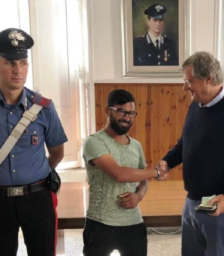 Eerlijke vinder van portemonnee met 2.000 euro slaat beloning af