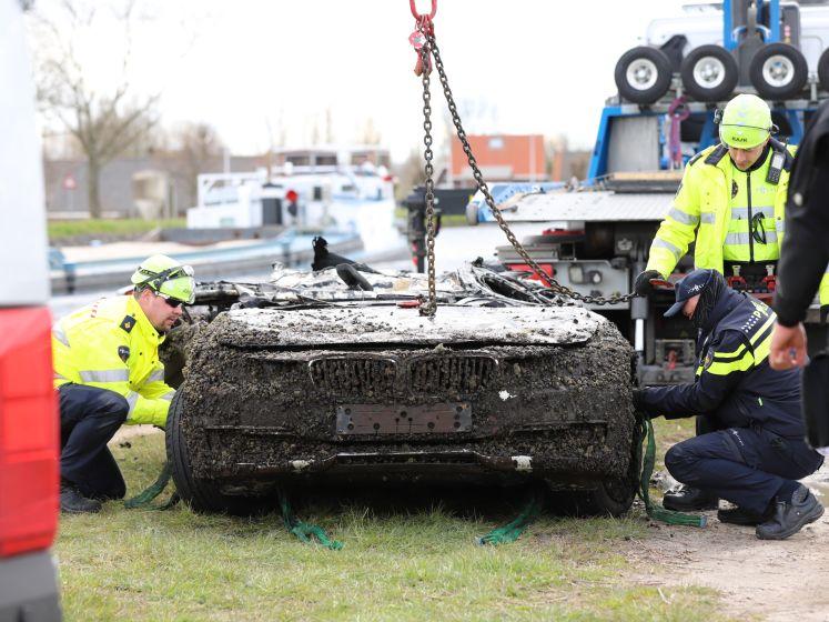 Gestolen BMW gevonden in het water van de Schie in Delft