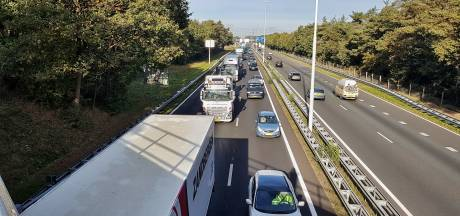 Veel vertraging op A58 tussen Moergestel en Best na ongeluk met meerdere auto's