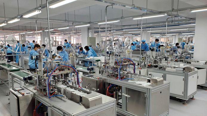 In deze fabriek worden de mondmaskers van het bedrijf van Dirk Van Laer geproduceerd