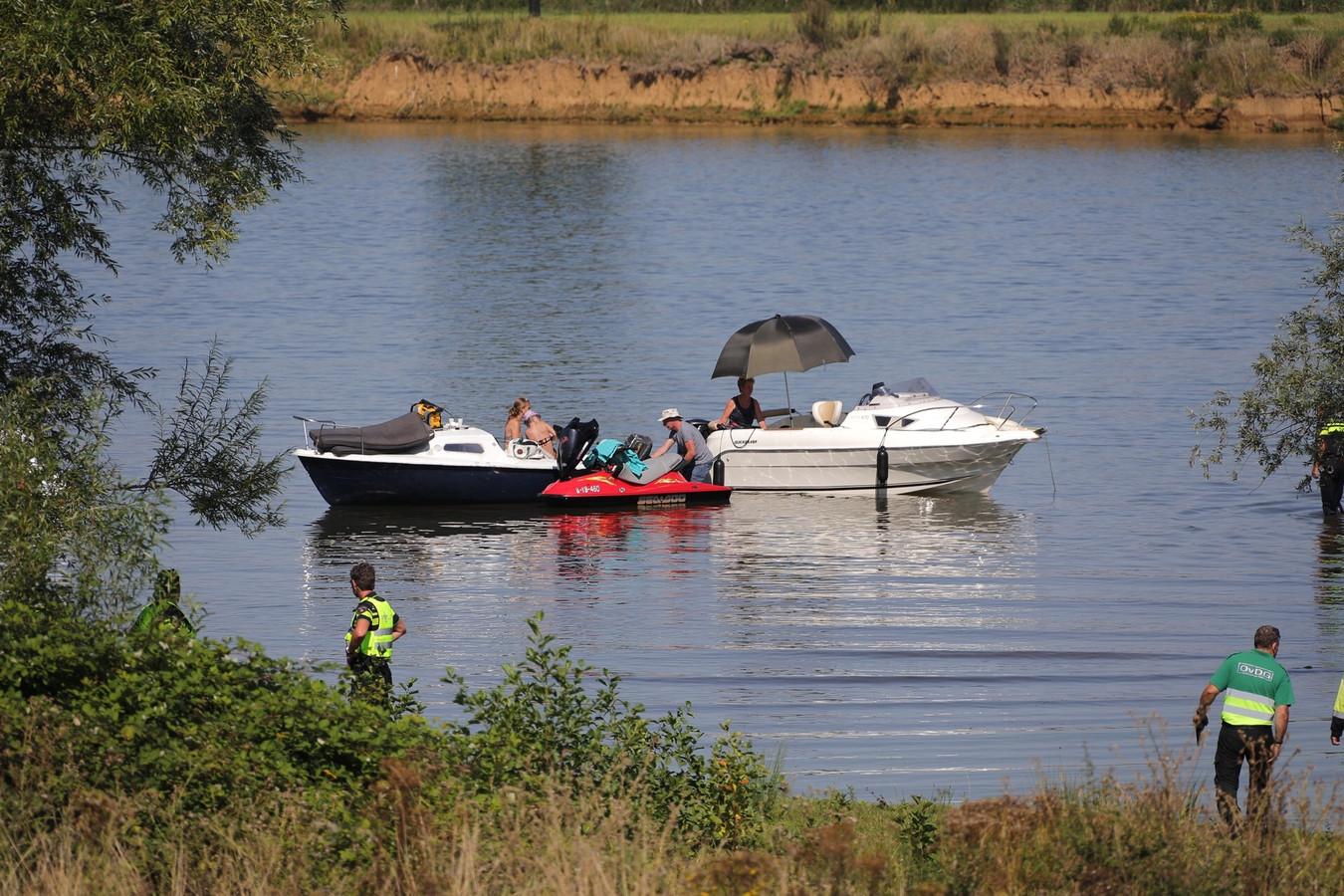 24 augustus 2019: veel hulpdiensten bij de plaats waar Esmee Bosman werd overvaren door een waterscooter.
