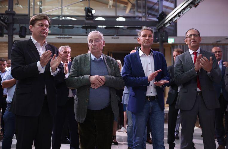Bij de AfD kan er geen lachje meer vanaf bij Maximilian Krah (l), Alexander Gauland (middenlinks), Bjoern Hoecke (middenrechts) and Jörg Urban. Beeld EPA