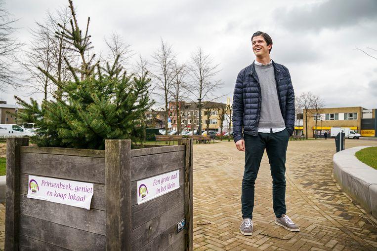 Martijn Meeuwissen van het Dorpsplatform staat op de Markt in Prinsenbeek. Beeld Maikel Samuels
