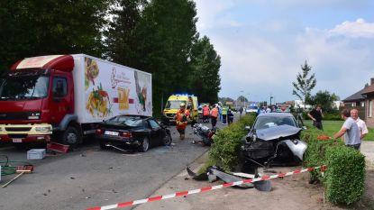 Porsche-rijder zwaargewond na klap tegen auto van bejaard echtpaar