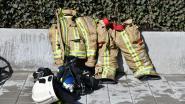 Haag in vuur en vlam tijdens wegbranden onkruid