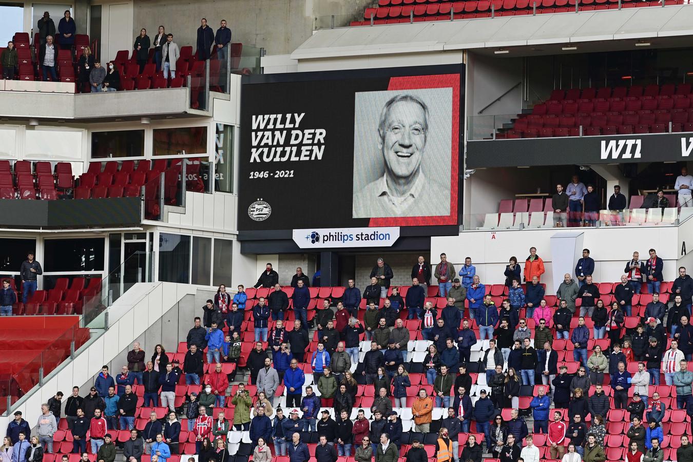 Een minuut stilte voor Willy van der Kuijlen.