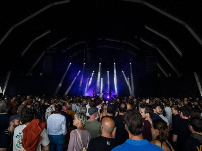 """""""Alle pils opgezopen en moshpits voor het podium"""": chaotische start voor Jazz Middelheim"""