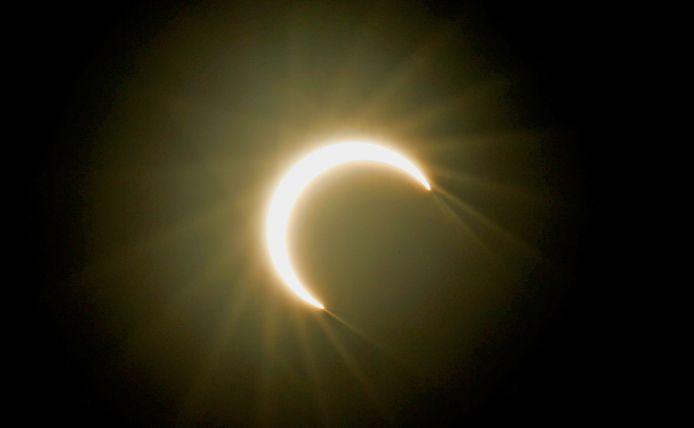 """Une éclipse rare de type """"cercle de feu"""""""