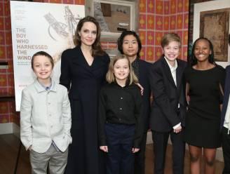 """Angelina Jolie krijgt veel steun van haar 6 kinderen: """"Ze checken regelmatig of het wel goed met me gaat"""""""