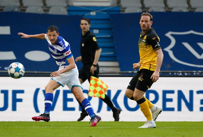 Clint Leemans in actie tegen Roda JC, voor de laatste keer in het shirt van De Graafschap.