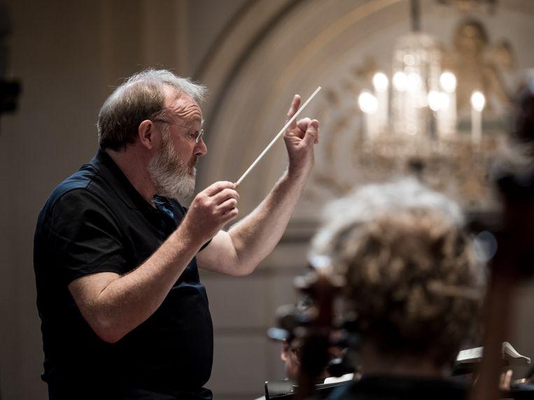 Eerste repetitie van de Nasimi-Passion van Franghiz Ali-Zadeh en The Mystical Sacrifice van Djuro Zivkovic onder leiding van dirigent Martyn Brabbins. Beeld RV