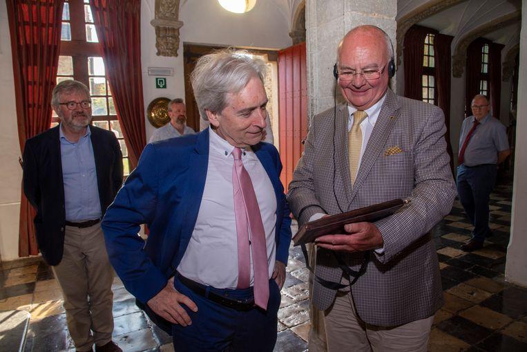 Waarnemend gouverneur Didier Detollenaere en eregedeputeerde Jef Dauwe op verkenning in het kasteel.