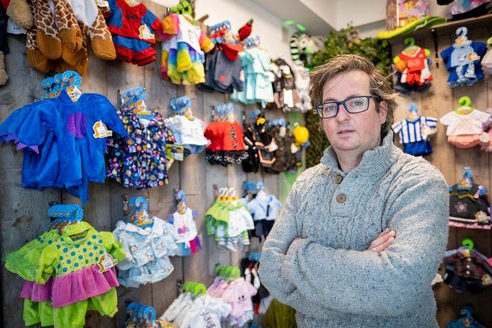 Pieter Kerkhofs van Fun-Shop in zijn winkel.