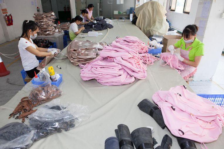 Tassenfabriek BSK van Jeroen Herms (37) in Guangzhou. Beeld Ruben Lundgren
