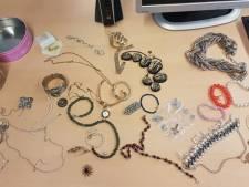 Mannen blijken sieraden uit Kringloop te hebben gestolen