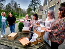 Cliënten verrassen begeleiders met gloednieuwe schoenen: 'We zijn dankbaar voor hun werk'
