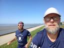 Twee van de vijf baardmannen tijdens hun tocht