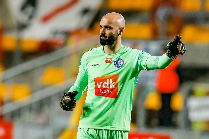 Sinan Bolat geeft aanwijzingen tijdens de wedstrijd tussen AA Gent en KV Mechelen in het AFAS-stadion.