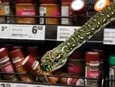 Drie meter lange slang in kruidenschap supermarkt Australië: '20 centimeter van mijn gezicht'