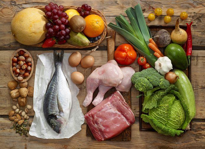 Rauw eten staat centraal in het paleo-dieet.