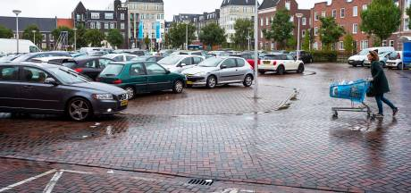Jongeren zorgen voor overlast bij winkelcentrum Vleuterweide: politie deelt acht boetes uit
