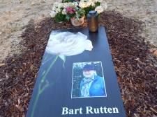 Bidprentje uitvergroot op graf Bart Rutten