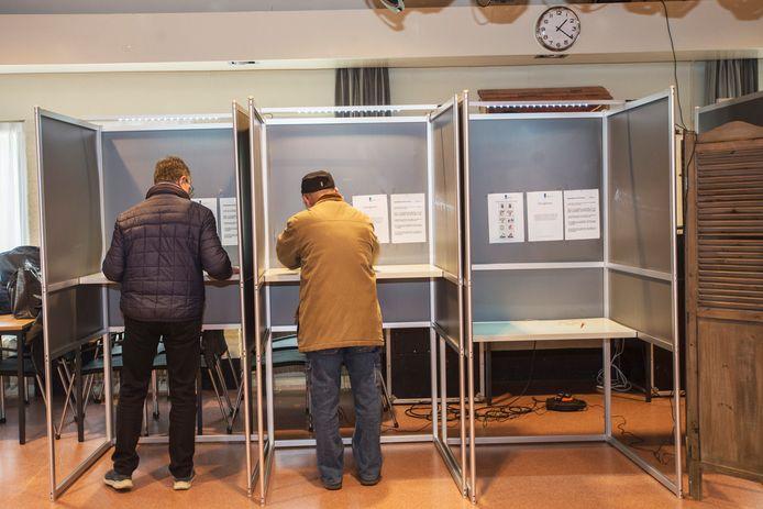 Stemgerechtigden brengen hun stem uit
