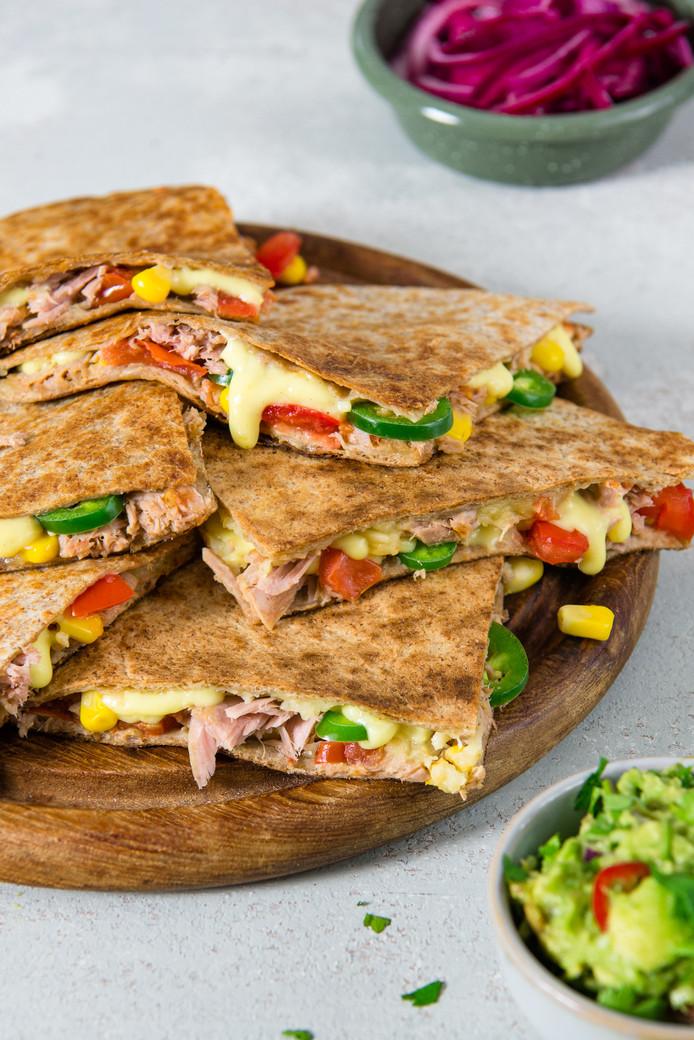 Tuna melt quesadilla's met guacamole
