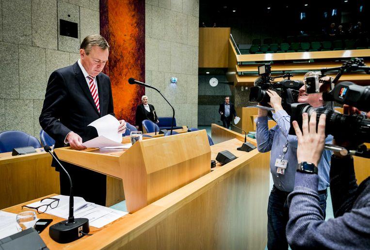 Bruno Bruins, minister voor Medische Zorg, tijdens het Tweede Kamerdebat over het faillissement van de IJsselmeerziekenhuizen en het Slotervaartziekenhuis.  Beeld null