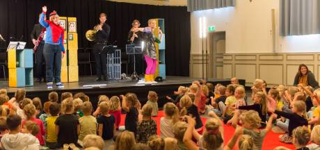 Lochemse basisschoolleerlingen beleven première van Retourtje Cultuur Gelderland: 'Prachtig dat dit opgezet wordt'