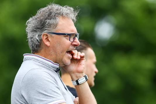 Mooie dag voor trainer Ronald Grotenbreg van GVA, volgend seizoen SC Bemmel. Zijn nieuwe ploeg blijft eersteklasser en met zijn huidige ploeg speelt hij donderdag de finale om promotie.