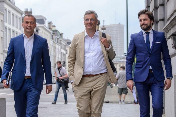 Egbert Lachaert (Open Vld),  Joachim Coens (CD&V) en Georges-Louis Bouchez (MR) dringen aan op spoed. De komende dagen moet duidelijk worden of er een plenaire vergadering met de zes partijen georganiseerd kan worden om, op basis van een inhoudelijke nota, een federale regering te vormen.