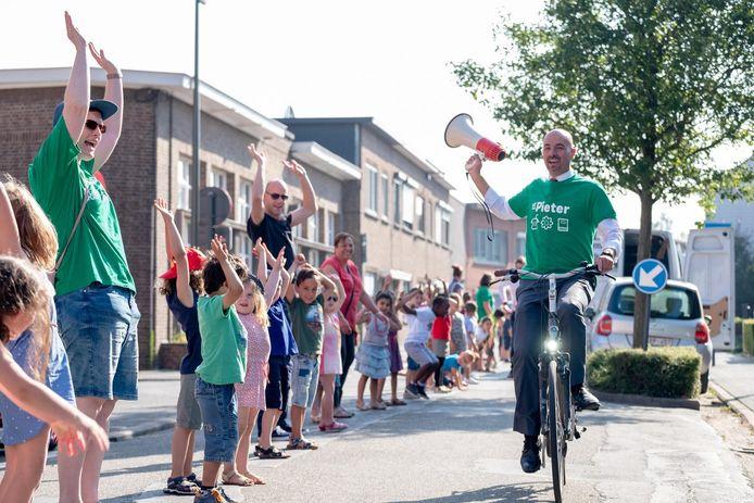 Meer dan 700 kinderen van basisscholen Sint-Pieter, Lyceum en De Vlinder aangevuld met ouders en buurtbewoners voerden eind juni actie voor betere luchtkwaliteit. Ze vormden een lange mensenketting doorheen Nekkerspoel.