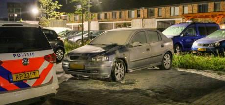Geen auto lijkt nog veilig in Epe voor de met aanmaakblokjes strooiende brandstichter(s): teller staat op negen