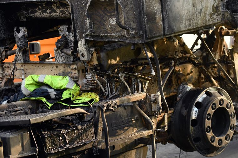 In Feluy werd ook vorige nacht een vrachtwagen in brand gestoken.