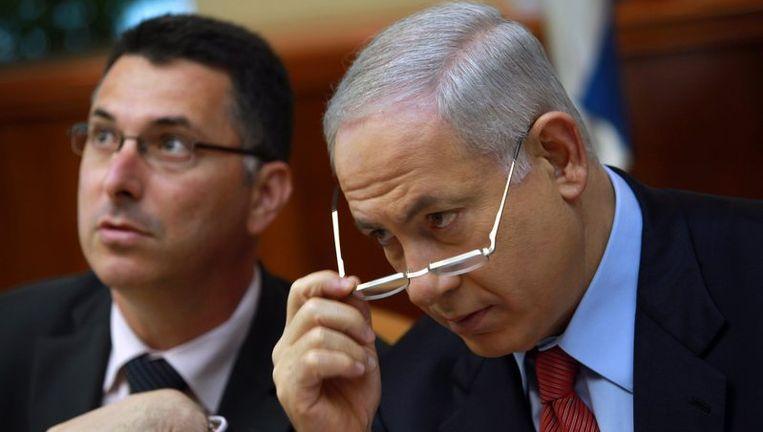 Minister Gideon Sa'ar (L) meent dat zijn voorgangster, Yuli Tamir (Arbeiderspartij) te ver is gegaan in haar streven naar pluriformiteit. Foto AP Beeld