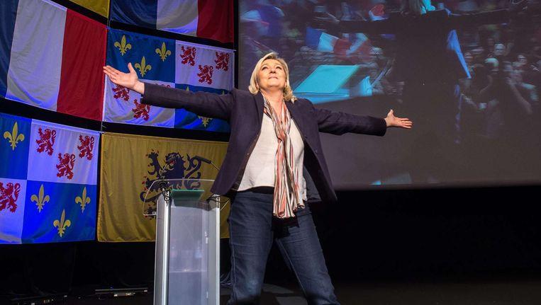 Marine Le Pen op campagne in Picardië, waar ze de dans leidt Beeld AFP