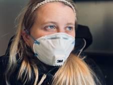 Moeder van ernstig zieke Jaela (24) doet oproep aan Hugo de Jonge: 'Wanneer wordt mijn kind gevaccineerd?'