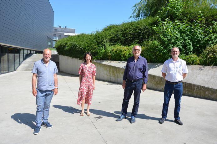 Mark Van Bogaert (tweede van rechts) samen met zijn opvolger Piet Van Avermaet en LOP-voorzitter basisonderwijs Gil Thys en LOP-deskundige Evy D'hollander.