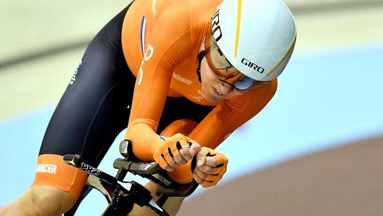 Annemiek van Vleuten fietst in Berlijn om het EK-brons tegen de Italiaanse Silvia Valsecchi. Ze werd vierde. Beeld Soenar Chamid / de Volkskrant