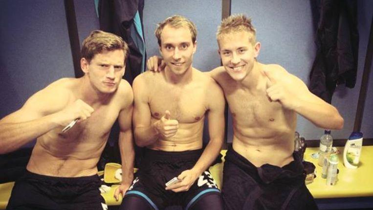 Vertonghen, Eriksen en Holtby na de zege in Wales. Beeld Facebook Lewis Holtby.